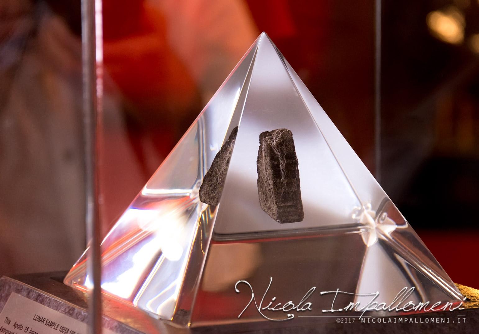 piramide-roccia-luna-tecawm